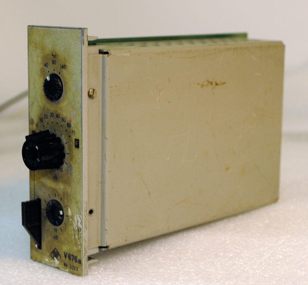Telefunken 676 restaurato e rackato